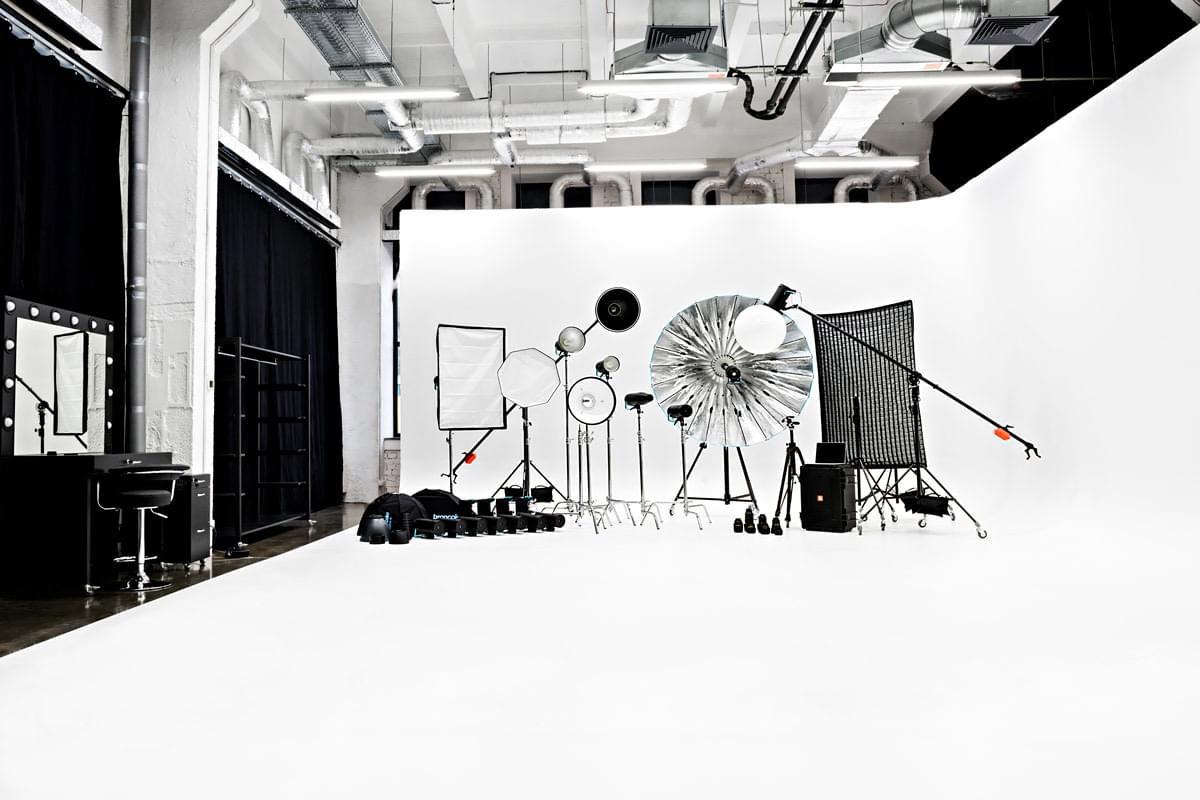 Біла кутова циклорама - Фотостудія