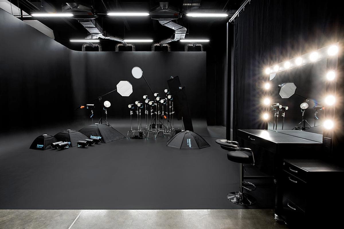 Black corner Cyclorama - Фотостудія